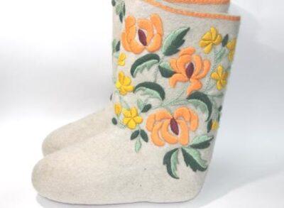 Валенки с авторской вышивкой Хризантемы