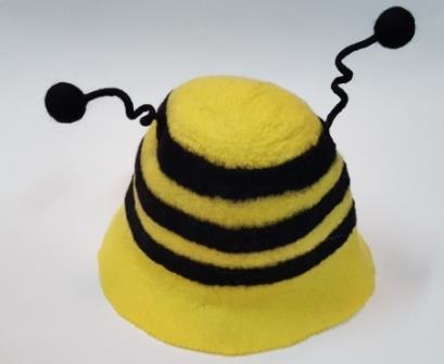 прикольная банная шапка пчела