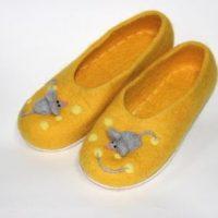 желтые валяные тапочки мышки