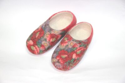цветные валяные тапочки розы