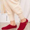 Валяные тапочки WOOLISH Premium красного цвета.