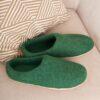 Валяные чуни WOOLISH Premium зеленого цвета.